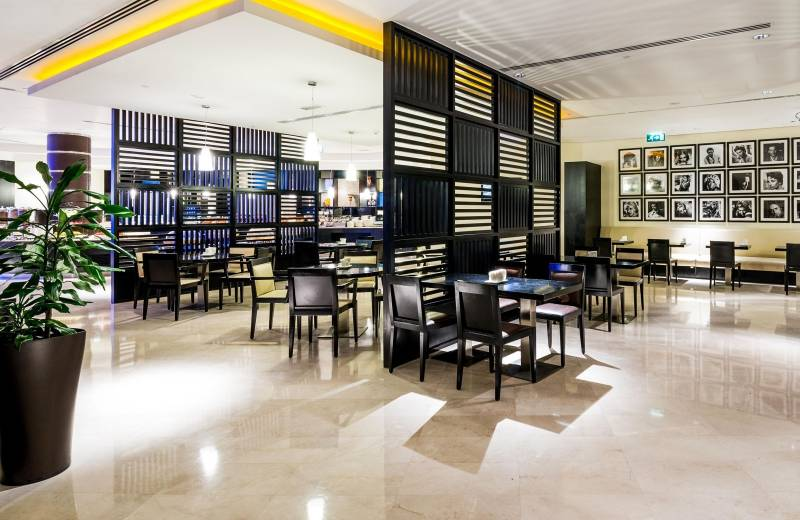 Holiday Inn Express Dubai Airport 2*